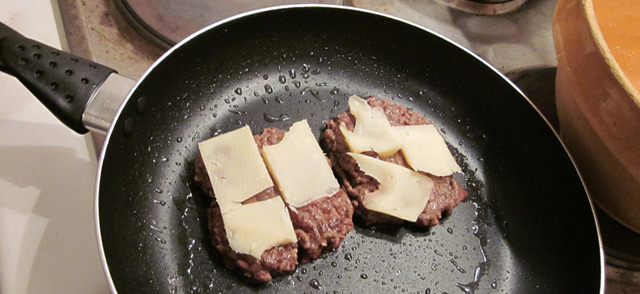 Emmental fondant tranquillou sur les steaks