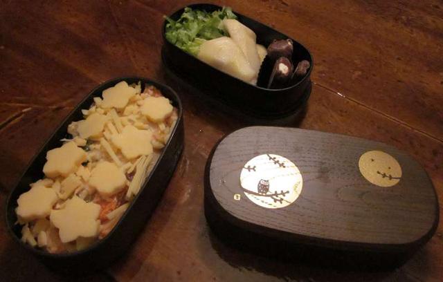 Bento du lundi, gratin, salade, poire et nounours