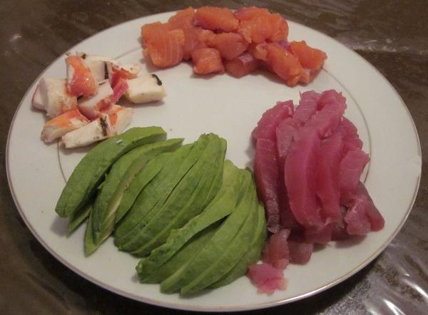De haut en bas et de gauche à droite : crevette, saumon, avocat, thon