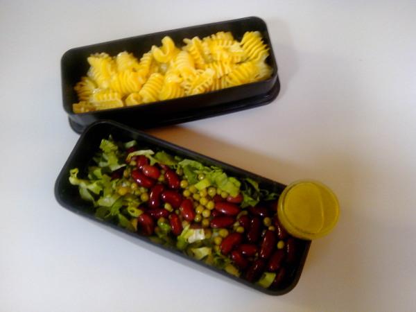 Bentō pâtes pesto d'asperges, salade aux haricots