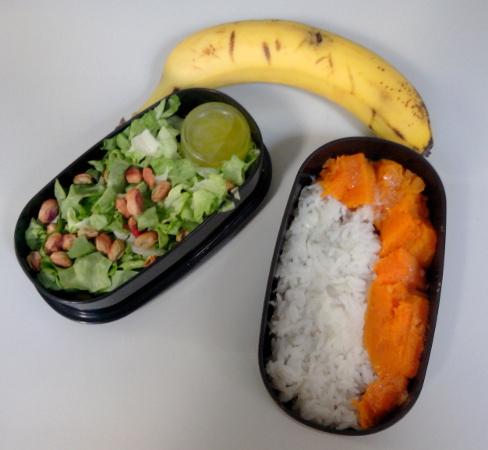 Bentō riz, courge, salade aux pistaches