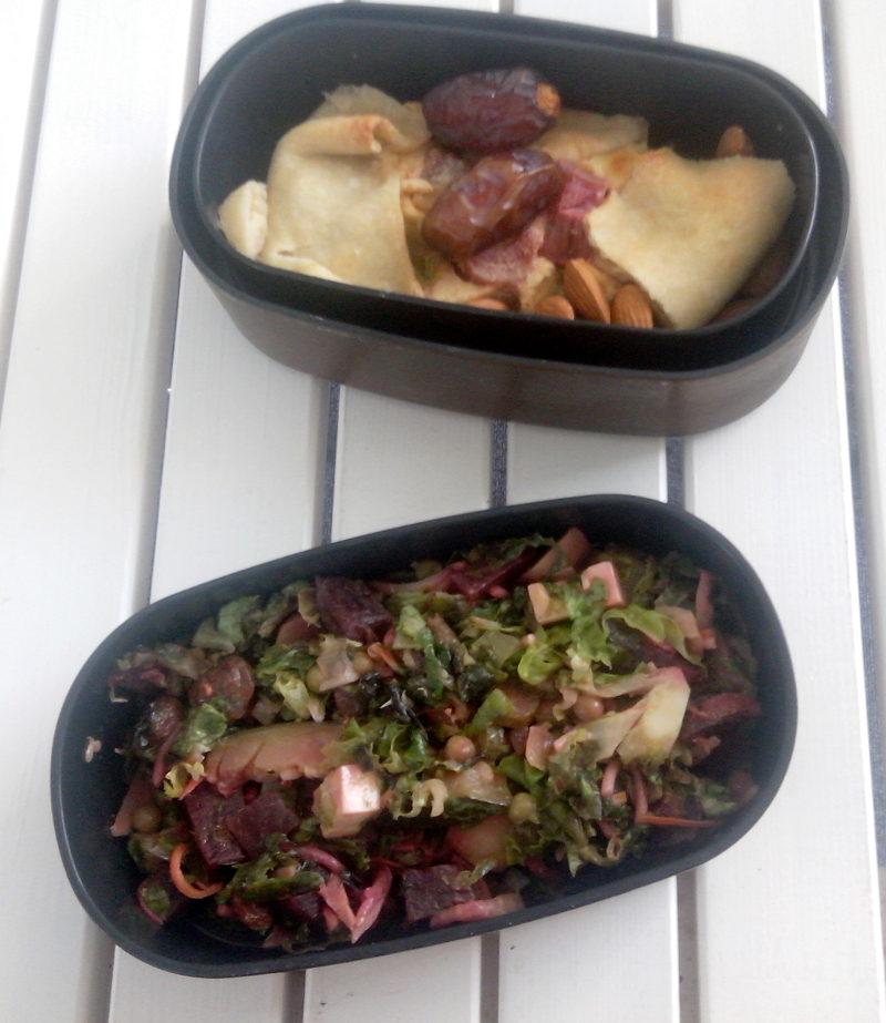 Bentô salade éternelle et tarte à la rhubarbe